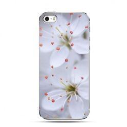Etui kwitnące białe kwiaty